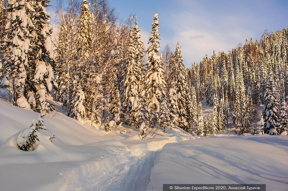 Лыжный тур. Сибирь, Поднебесные Зубья. Снегоходка между приютами