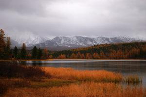 Озеро Киделю в сентябре, осень в Горном Алтае
